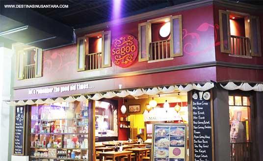 Rumah makan sagoo yang ada di Parijs van java sangat cocok untuk bernostalgia dengan aneka makanan jadul tahun 90-an.