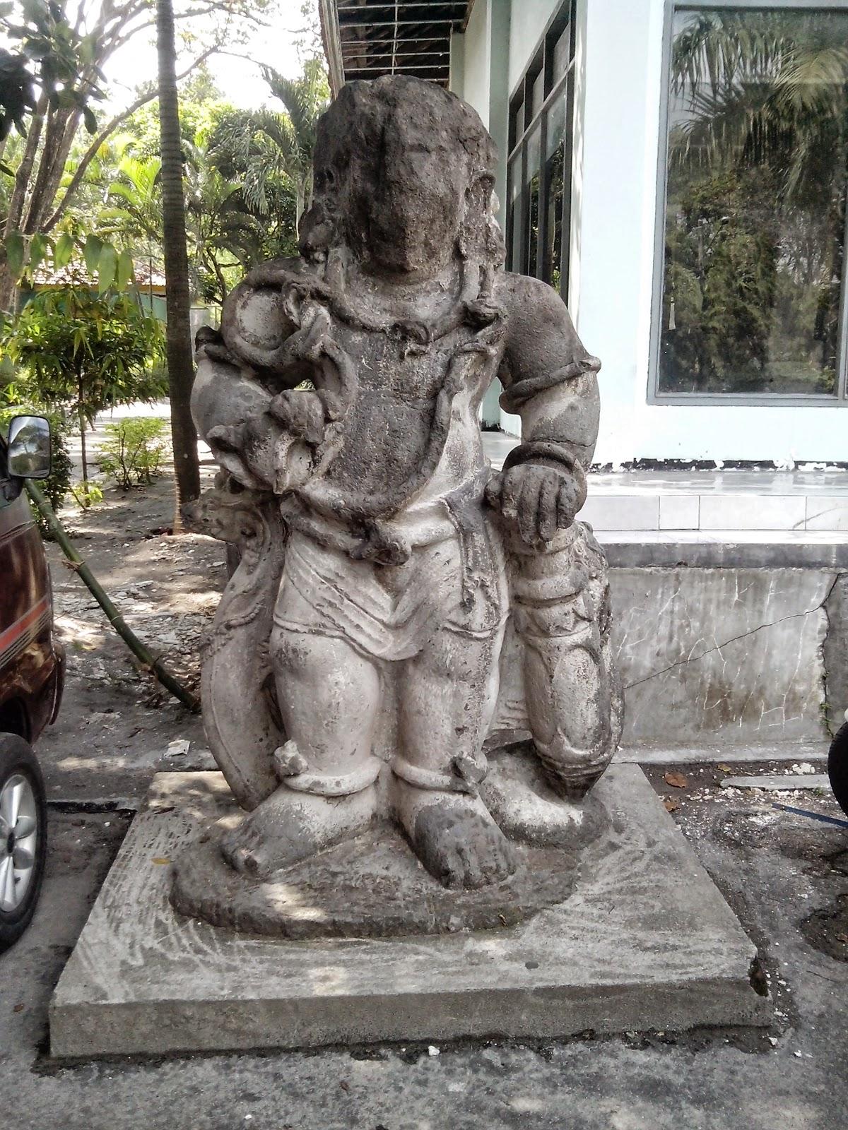 Patung di depan Museum Airlangga Kodya Kediri