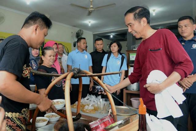 Saat Presiden Jokowi Nge-Vlog di Warung Soto Sederhana Ini di Solo....