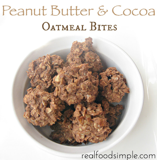 peanut butter and cocoa oatmeal bites - only 7 ingredients | realfoodsimple.com
