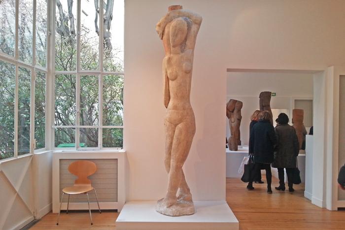 Plâtre d'une sculpture d'Ossip Zadkine représentant Rebbeca ou la grande porteuse d'eau présentée à Paris au musée Zadkine