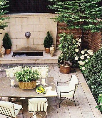 outdoor-living-space-patio-courtyard