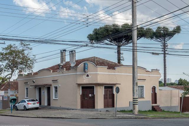 Casa na esquina da Rua Atílio Bório com a Rua Doutor Goulin.