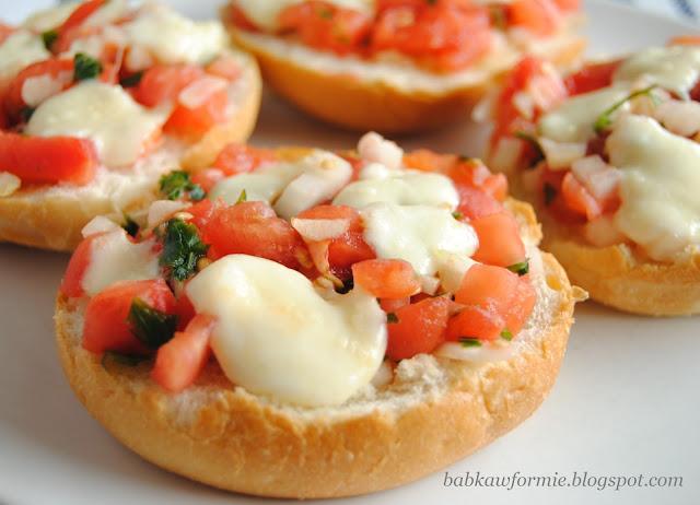 włoska bruschetta z pomidorami i mozzarellę babkawformie.blogspot.com