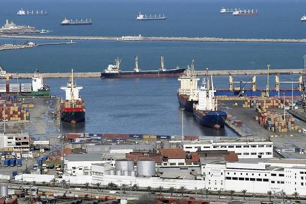 بقرار من الوزير الأول : إعادة النظر في دراسة مشروع ميناء الوسط