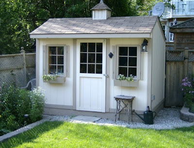 Simple tiny house backyard design