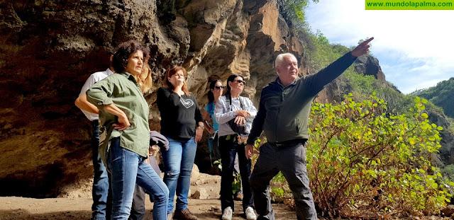 El Cabildo y el Gobierno apuestan por hacer accesible y mejorar la protección del yacimiento de la Cueva de El Tendal