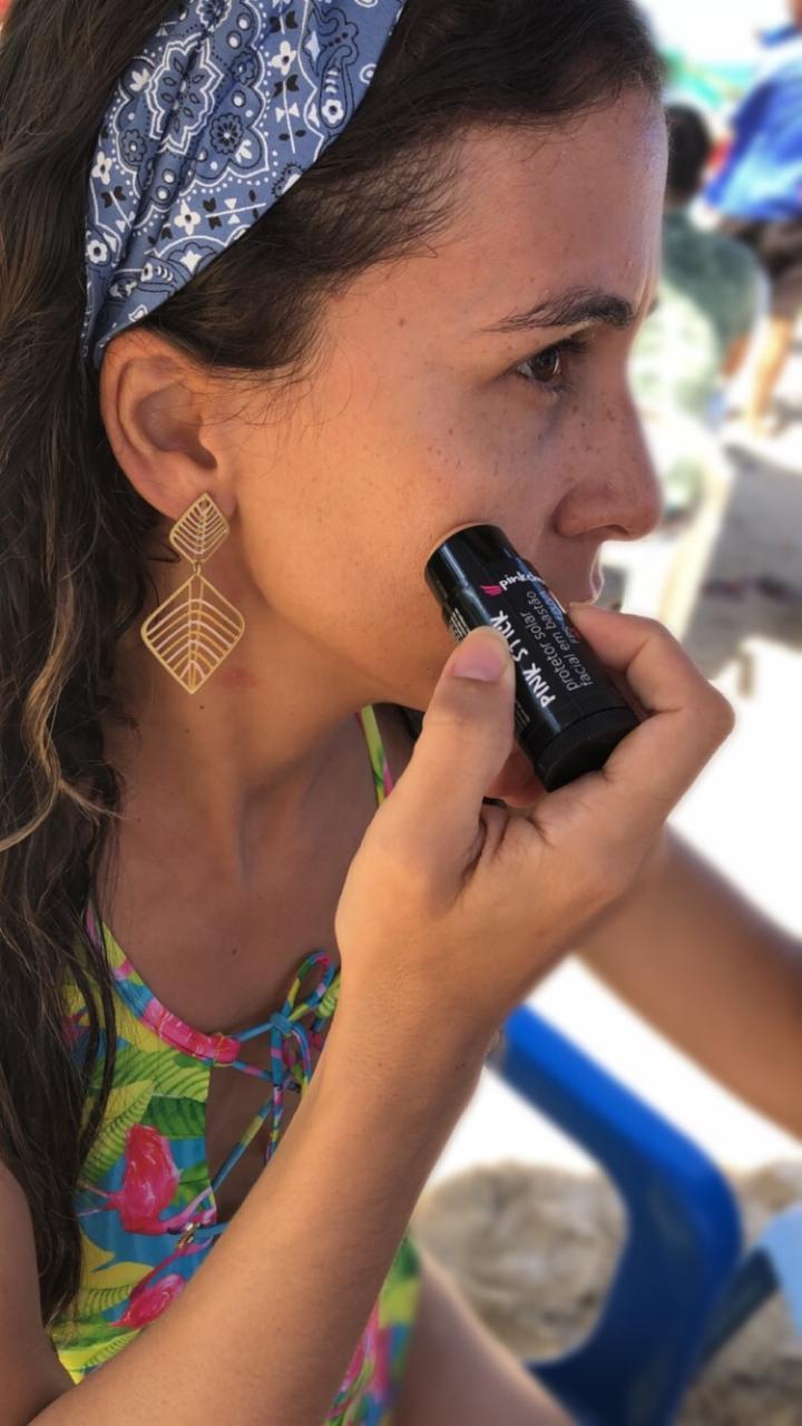 Descrição do produto  O Pink Stick é um filtro solar facial em bastão que  une proteção 540c809fc950d