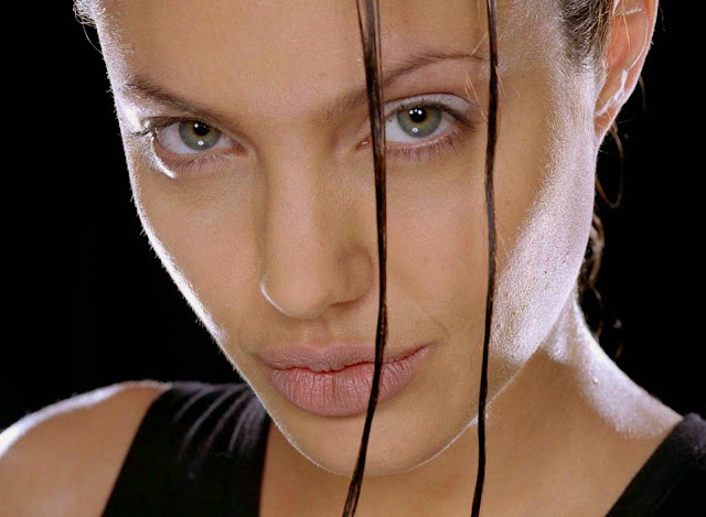 angelina-joli-lara-croft-face