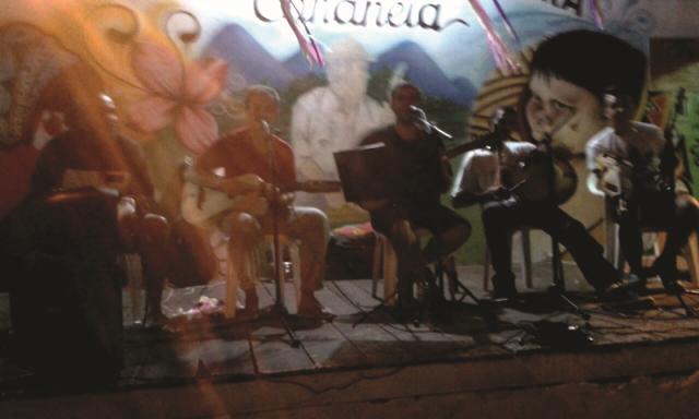 Grupo de Fandango Batido São Gonçalo e Associação de Cultura Caiçara realizam Malhação de Judas e Domingueira de Fandango