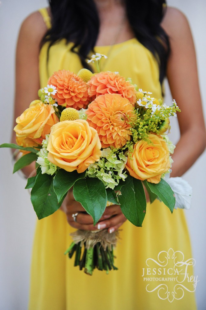 Bridal bouquets spring 2013 trend wedding decoration ideas in 2013 bridal bouquets expected to change from just plain roses to a wild and rainbow colours by mixing different type of flowerslet see how experts junglespirit