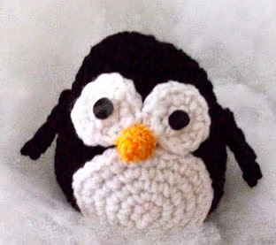 http://robotrish.com/post/650622876/free-amigurumi-penguin-pattern