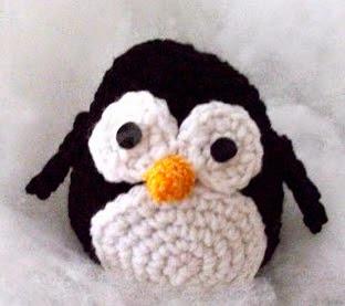 http://robotrish.com/post/650622876/free-amigurumi-penguin-pattern