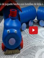 http://manualidadesreciclajes.blogspot.com.es/2016/11/tren-de-botellas.html