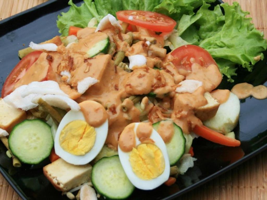 Ini Bahan Dan Cara Membuat Gado-Gado Siram Surabaya