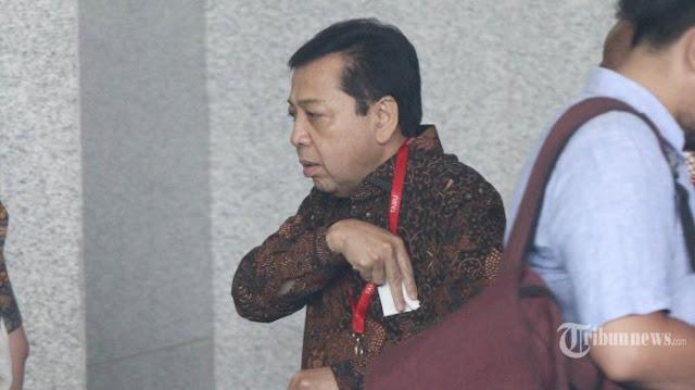 Usai Ditetapkan Tersangka KPK, Setya Novanto Pulang Lewat Pintu Belakang Gedung DPR