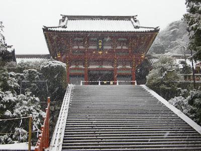 雪の鶴岡八幡宮