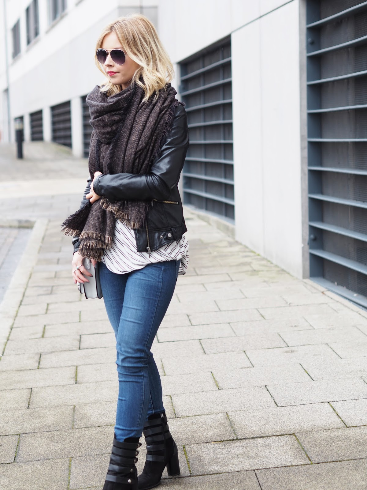 Street Style fashion blogger wearing zara casual outfit for winter wrap up warm fashion