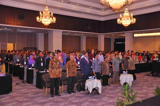 Grand Opening - Para peserta menyanyikan lagu Indonesia Raya (doc. panitia)