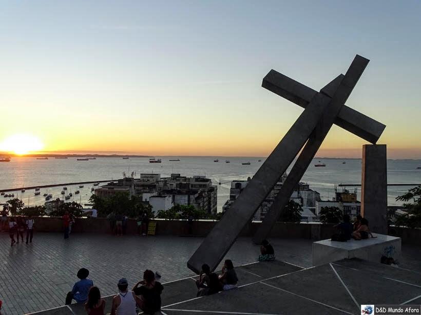 Praça da Sé, em frente ao Monumento da Cruz Caída - o que fazer em Salvador