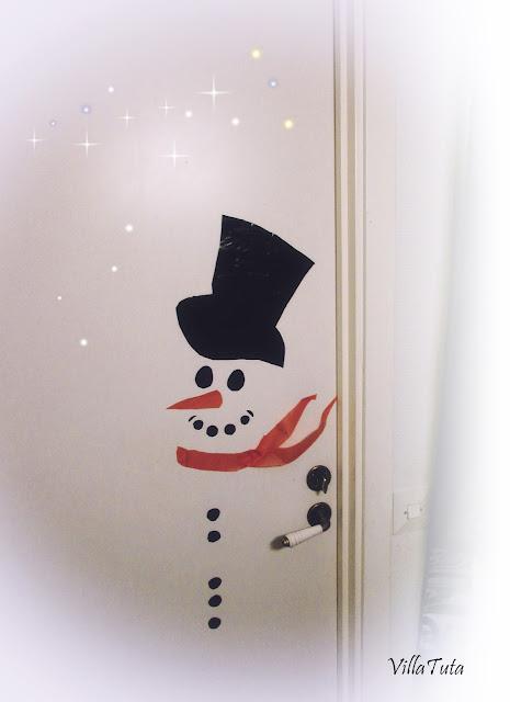 lumiukko ovessa.jpg