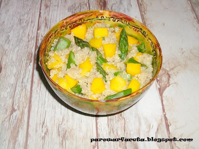 warzywa i owoce z quinoa z parowaru