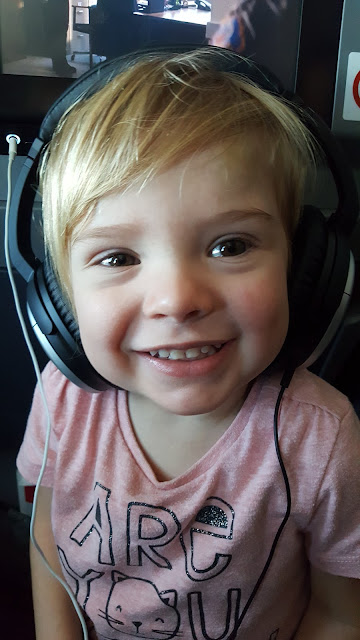 toddler-Bose-headphones-plane