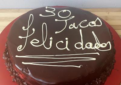 http://www.sergiorecetas.com/2015/05/tarta-de-chocolate-con-chocolate-y-mas.html
