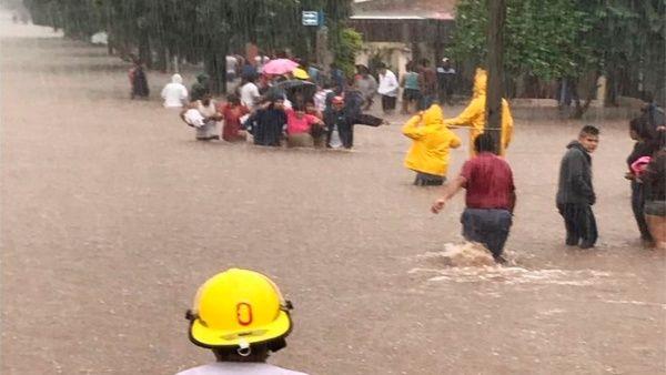 Más de 10.000 evacuados por fuertes lluvias en Argentina
