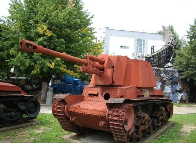 Единственный сохранившийся экземпляр Т.А.С.А.М. R-2. Машина частично разукомплектована — отсутствует курсовой пулемёт