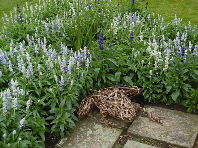 wiklinowa ozdoba ogrodowa