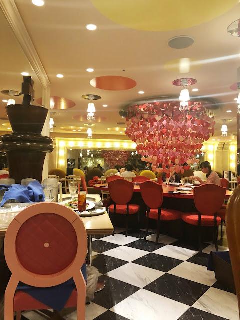 Café Alice in Magical Land à Tokyo