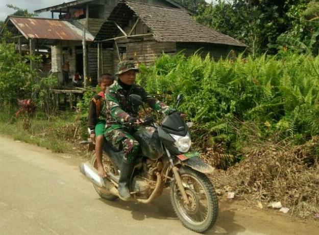 Seorang Personel TNI Sanggau Lakukan ini Setiap Hari