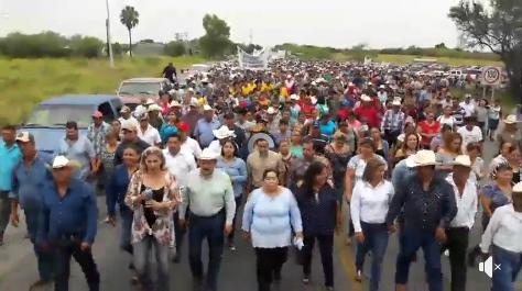 Hidalgo TAMAULIPAS. COLUMNA ARMADA DEL CARTEL DEL GOLFO OBLIGA A IR A UNA MARCHA Y CERRAR CARRETERA MARCHA%2B2