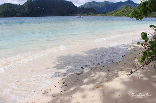 Jelajah Nagari Awak: Pulau Pagang, Si Cantik Nan Biru dari