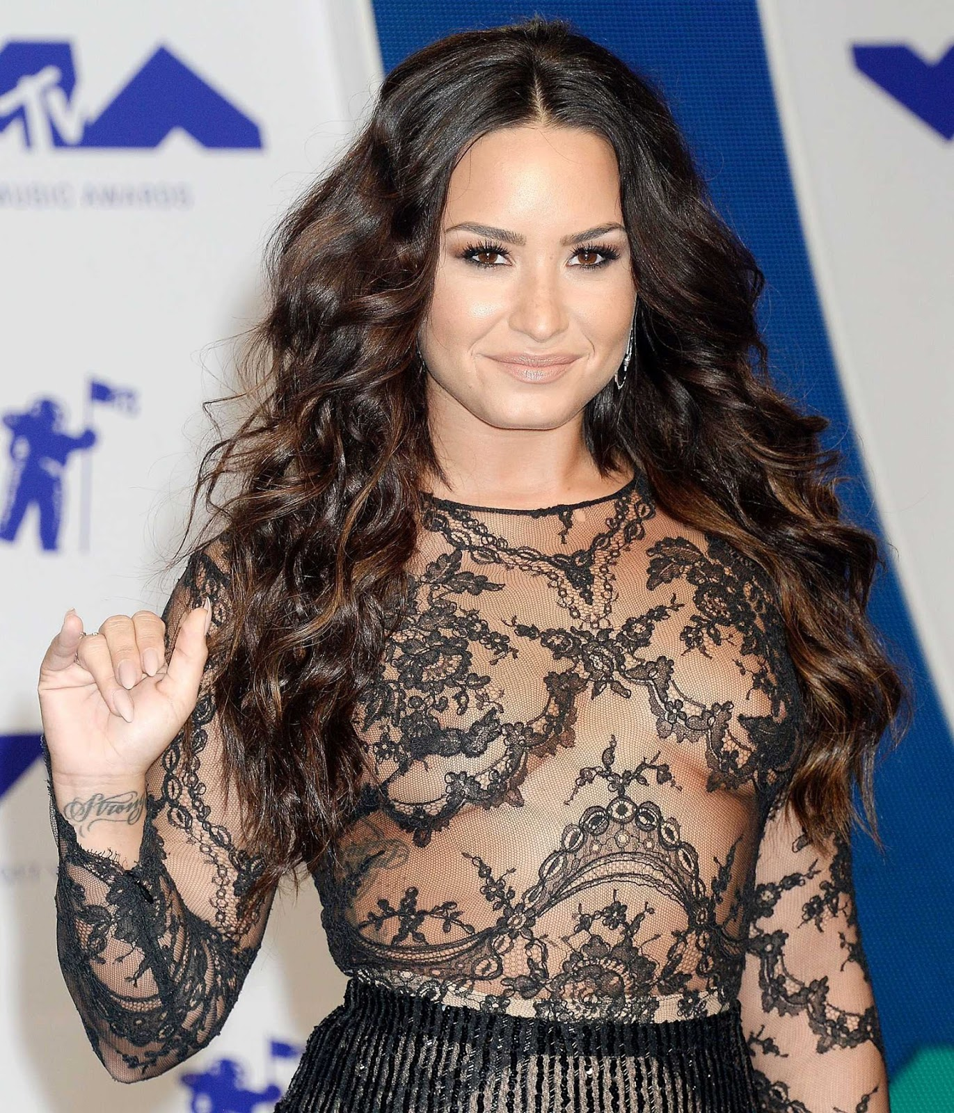 Demi Lovato Frees Her Nipples at the 2017 MTV VMAs