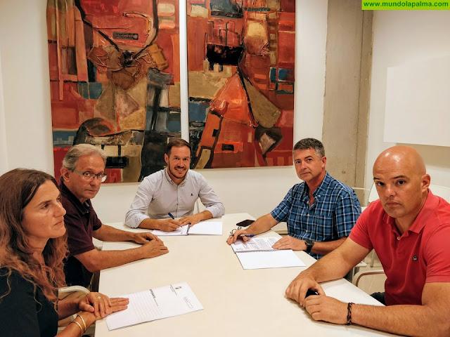 El Consejo Insular de Aguas instala una barrera dinámica para evitar daños en la balsa de La Caldereta