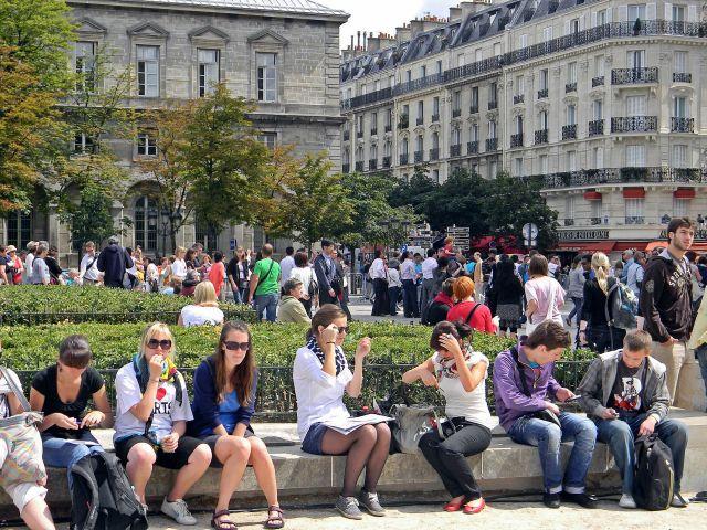 turyści w Paryżu, ludzie