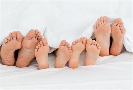 10 τρόποι για να κοιμάστε χωρίς να ζεσταίνεστε το καλοκαίρι