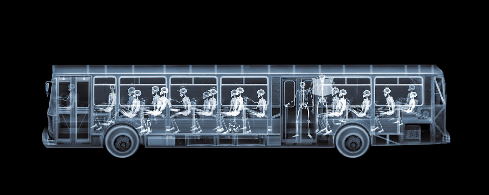 03-Bus-Nick-Veasey-X-ray-Images-Mechanical-Musical-www-designstack-co