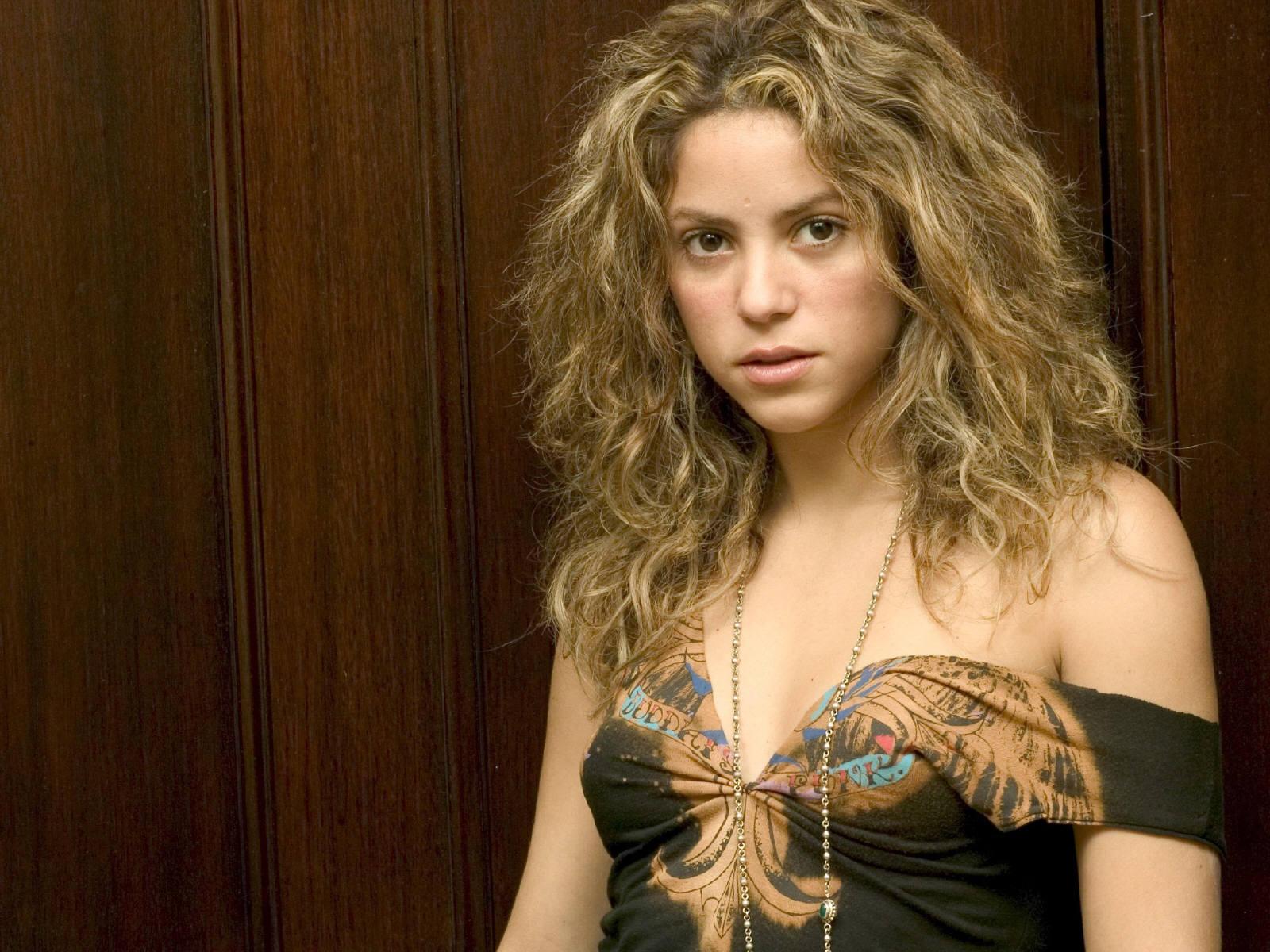 Stunning Black Wallpapers Shakira 2012