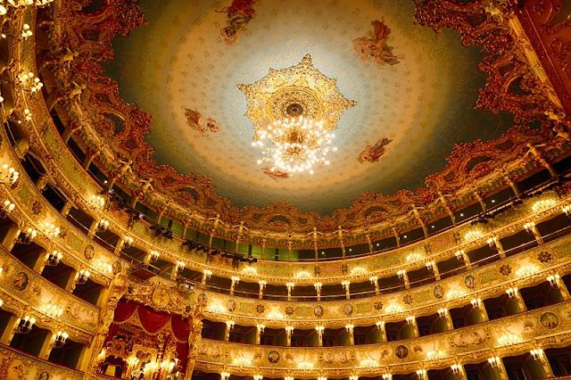 Decoração do Teatro La Fenice em Veneza na Itália