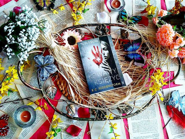 """Idealne małżeństwo, jawa i zjawiska paranormalne, czyli recenzja powieści K.C. Hiddenstorm pt.""""Krwawy Księżyc"""""""