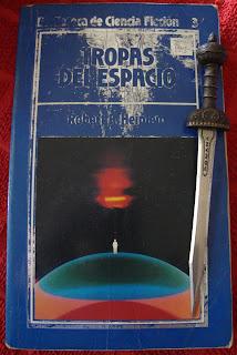 Portada del libro Tropas del espacio, de Robert A. Heinlein
