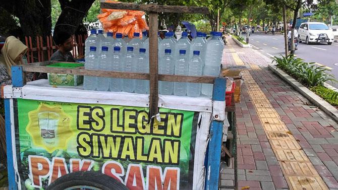 Gerobak penjual Es Legen dan Es Siwalan