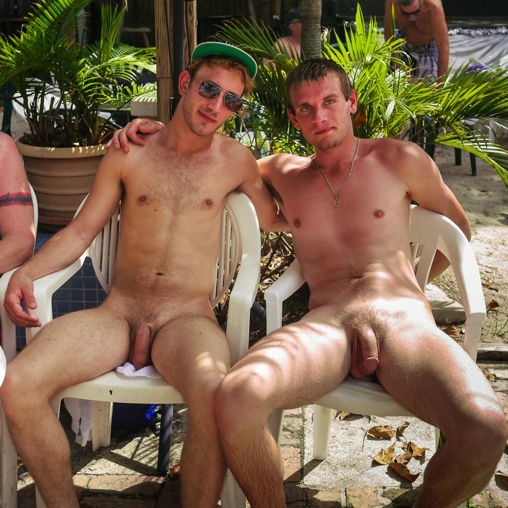 взяла член парни голыми дурачатся фото русских девушек