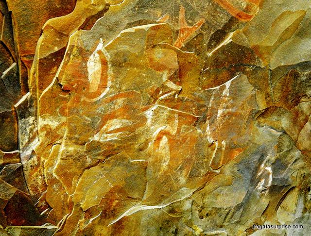 Pinturas rupestres na caverna Ana Kai Tangata