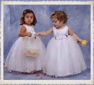 gambar bayi perempuan memakai dress