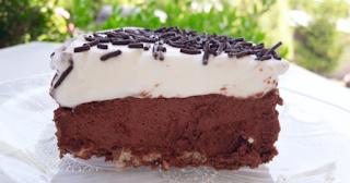 Εντυπωσιακή σοκολατένια τούρτα με βάση από γκοφρέτα 1