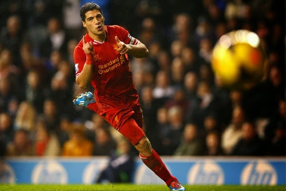 Luis Suárez sits top of the Premier League goalscoring charts with 17 goals in just 11 appearances